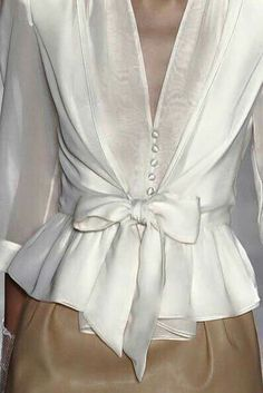 cute blouse i could make thisi have a pattern for the top part add a ruffle on the bottom and wa la - PIPicStats Fashion Details, Love Fashion, Fashion Outfits, Womens Fashion, Fashion Design, Fashion Trends, Business Outfit, Mode Chic, Mode Inspiration