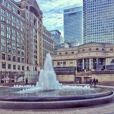 Canary Wharf #canarywharf #fountain #london #lovelondon #london_only #igerslondon #instalondon #iglondon #londonpop #londonlife #architecture #igersuk #thisislondon #londonforyou by natritmeyer