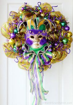I <3 Deco Mesh Wreaths - TUTORIAL + Video (This one is Mardi Gras Themed, but it show how to make a basic Deco Mesh Wreath - you can choose the extras to fit your needed theme).