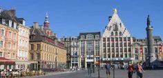 De ontmoetingsplaats van alle inwoners van Lille biedt een panorama van de architectuur van de 17e tot en met de 20e eeuw. In het midden staat de zegegodin. Zij herinnert aan het beleg van Lille door de Oostenrijkers in 1792. De Oude Beurs is gebouwd van 1652 tot 1653. Het is zonder twijfel het mooiste monument van de stad. De beurs bestaat uit 24 identieke huizen die rond een binnengalerij zijn gebouwd. Op het binnenplein kunt u oude boeken vinden of schaak komen spelen.