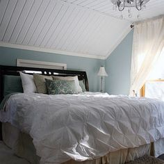 Dreamy Bedroom; The kind of room that belongs in a beach house on the ocean <3