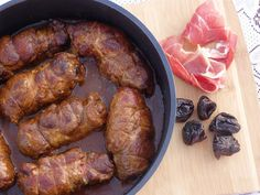 Monia miesza i gotuje: Roladki z karkówki z wędzoną szynką i suszonymi śl...