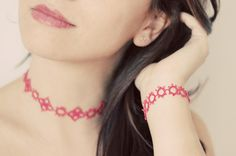 Handmade tatted jewelry set: necklace and bracelet in coral pink - the perfect gift for under 25 EURO