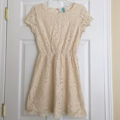 Dina Be cream lace short sleeve dress So easily chic in this dress! 60% cotton, 40% nylon. EUC. Francesca's Collections Dresses