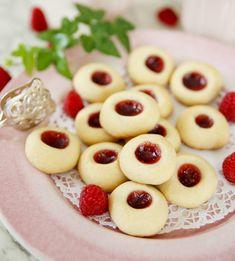 Swedish fika - Hallongrottor is a classic! Tea Recipes, Baking Recipes, Cookie Recipes, Dessert Recipes, Grandma Cookies, Native Foods, Swedish Recipes, Fika, Sweet Bread