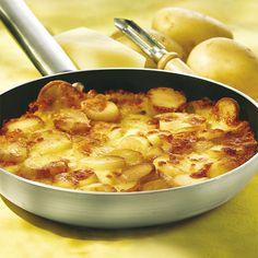 Specialità friulana a base di patate a fette e formaggio Montasio. Panini, Trieste, Furla, Macaroni And Cheese, Childhood, Potatoes, Passion, Dishes, Cake