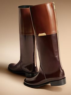 Equestrian boots with distinctive colour blocking from Burberry