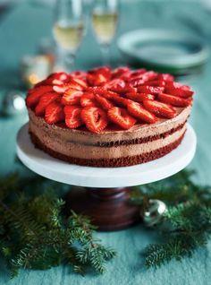 Ce gâteau aussi spectaculaire que délicieux a tout ce qu'il faut pour clore le repas de Noël en beauté.