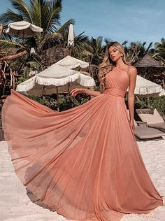 A few years ago nude party dress was a hit in fashion party. Beautiful, elegant and ultra chic the nude took but won fans among graduates, guests and bridesmaids.Since 2017 as a resounding success of rose, the nude dress ended up. Nude Party Dresses, Bridesmaid Dresses, Prom Dresses, Formal Dresses, Wedding Dresses, Dress Party, Elegant Dresses, Cute Dresses, Beautiful Dresses