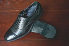 My brand new Cole-Hann dress shoes (photo by Matt Hudson). Notice something about the bottom? Nike Air! It's built into the in-sole, extremely comfortable! I love the classic style of this shoe so I picked the flat black instead of the gloss.