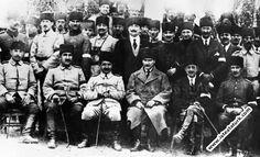 1920.10.30-Yakın arkadaşlarıyla Ankara'da at yarışlarında