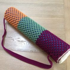 Crochet Yoga / Pilates Mat Bag - crochet on a train Crochet Mat, Crochet Shell Stitch, Free Crochet, Yoga Bag Pattern, Bag Pattern Free, Yoga Mat Bag, Crochet Projects, Crochet Patterns, Knitting