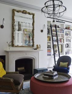 The White family drove their neighbours (including Vanity Fair editor Graydon Carter and his wife) mad during the three-year renovation of their townhouse on one of the most desirable streets in Manhattan's West Village. West Village, Vogue Living, Style Asiatique, Style Oriental, Floor Sitting, Townhouse Designs, Traditional Decor, Eclectic Decor, Interior Inspiration