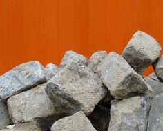 Eine Möglichkeit, beim Kauf von Pflastersteinen Geld zu sparen, sind Restposten-Käufe. Wir sagen Ihnen, wo sie herkommen und wie Sie sie bekommen können.