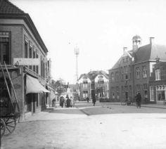 Het gemeentehuis van Huizum aan de Schrans uit de jaren 1925. Leeuwarden