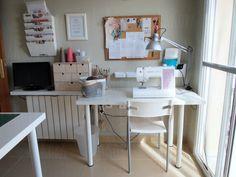 Convertir una habitación de la casa en mi cuarto de costura. Con una mano de pintura cambias totalmente una habitación e incluso un mueble. Siguiendo esta premisa, he transformado un dormitorio en mi taller de trabajo. Mi cuarto de costura