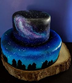 A small scenic, galaxy wedding cake. Galaxy Desserts, Fun Desserts, Awesome Desserts, Wedding Cakes With Cupcakes, Wedding Cake Toppers, Beautiful Cakes, Amazing Cakes, Bolo Laura, Bolo Tumblr
