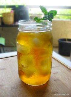 The Rising Spoon: How to Cold Brew Tea: The Best Method for Making Iced Tea Making Iced Tea, Making Cold Brew Coffee, Comida Diy, Iced Tea Recipes, Coffee Recipes, Drink Recipes, Nut Milk Bag, Turmeric Tea, Peppermint Tea