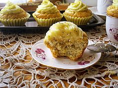 Arome si culori - Dukan: Cupcakes cu lamaie si mac
