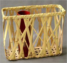 作家名 飯塚小かん斎 IIZUKA SHOKANSAI 作品名 方形花籃 サイズ H29cm W35cm D13cm 備 考 氷列編という竹素材の組み方のバリエーションで、まるで竹林を見ているような気分になれる籠です。 Bamboo Weaving, Weaving Art, Basket Weaving, Bamboo Art, Bamboo Crafts, Plant Basket, Bamboo Basket, Asian Baskets, Sisal