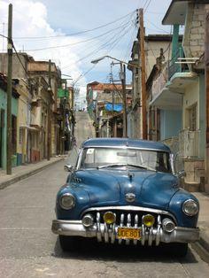 Cuban Cars, Cuba Pictures, Cuba Fashion, Cuba Street, Pontiac Chieftain, Cuba Travel, Interesting Buildings, Havana Cuba, Boats