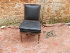 Cadeira em camurça restaurada