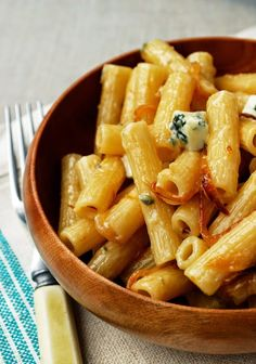 A CUP OF JO: Rigatoni with Caramelized Onions + Gorgonzola