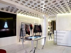 Alexander McQueen flagship store by Sarah Burton & David Collins Studio, London store design Technology Design, Digital Technology, Visual Merchandising, Digital Retail, David Collins, London Shopping, Boutique Interior, Retail Interior, Mcq Alexander Mcqueen
