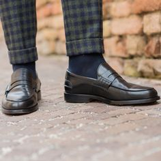 """""""Always do what you are afraid to do."""" Ralph Waldo Emerson  Regolà, our #loafers in black leather available online at www.velasca.com. Link in profile to #shop.  #velascamilano #madeinitaly #shoes #shoesoftheday #shoesph #shoestagram #shoe #fashionable #mensfashion #menswear #gentlemen #mensshoes #shoegame #style #fashion #dapper #men #shoesforsale #shoesaddict #sprezzatura #dappermen #craftsmanship #handmade #pennyloafers #moccasins Loafer Shoes, Loafers Men, Men's Shoes, Dress Shoes, Style Fashion, Mens Fashion, Men's Footwear, Dapper Men, Penny Loafers"""
