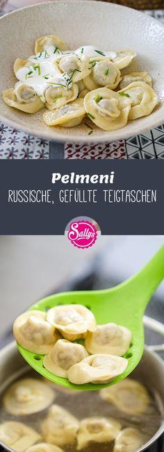 Pelmeni sind russische, gefüllte Teigtaschen, die in Brühe oder Salzwasser gegart werden.    #pelmeni #teigtaschen #russisch #sauerrahm #russia
