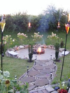 I can not wait to build a bonfire theme like this in my back yard this year ! But instead sand with rocks around it