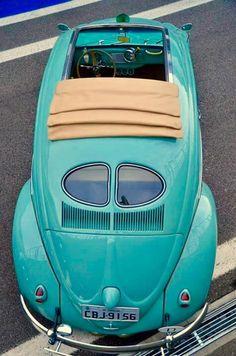 Turquoise vintage VW Bug with split-window & ragtop. Volkswagen Jetta, My Dream Car, Dream Cars, Moto Vespa, Kdf Wagen, Vw Vintage, Vintage Photos, Cabriolet, Vw Beetles