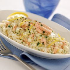 Delicate risotto with lemon peel Fish Recipes, Healthy Recipes, Barley Risotto, Lemon Salmon, Rice Dishes, Fish And Seafood, Korn, Love Food, Macaroni And Cheese