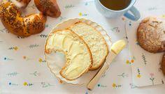 Recept na vláčne voňavé makovky anavyše ázijský tip pre ešte nadýchanejšie cesto – Tchibo Camembert Cheese, Muffin, Dairy, Ale, Breakfast, Food, Morning Coffee, Ale Beer, Essen