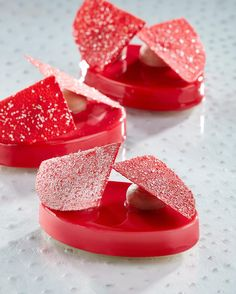 MONO è il mio nuovo progetto editoriale; potrete acquistarlo su  http://shop.italiangourmet.it/Libri/mono/9788898675616.aspx sia in italiano che in inglese. Gli stampi fanno parte della linea Monodesign in collaborazione con @pavonitalia #fusto #fustomilano #milano #italia #pastry #sweet #individual #chocolate #fruit #glaze #mirror