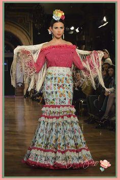 Traje flamenca dos piezas de Manuela Macias Flamenco Costume, Dress Suits, Dresses, Bohemian Gypsy, Fishtail, Dancer, Beautiful Women, Plus Size, Poses