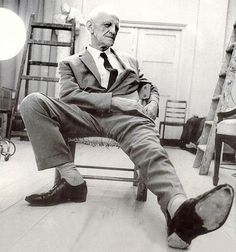 Donald Winnicott was an English paediatrician, who early on in his career became passionate about the then new field of psychoanalysis. Sigmund Freud, Teaching Statement, Conscious Parenting, Human Development, Being Good, Portraits, Emotional Intelligence, Not Good Enough, Book Of Life