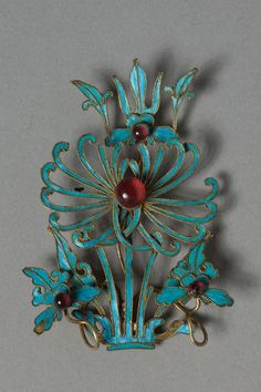 Headdress Ornament | China, Qing dynasty (1644-1911) gilt copper-silver alloy decorated with kingfisher feathers and glass beads