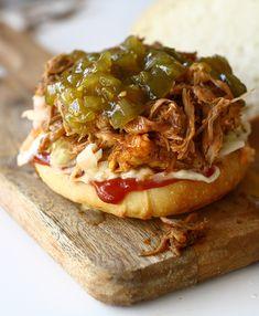 Pulled pork sandwich sau friptură de mâncat și fără brișcă |Laura Laurențiu Pork Sandwich, Sandwiches, Pulled Pork, Cheesesteak, Barbecue, Ethnic Recipes, Pork, Shredded Pork, Barrel Smoker
