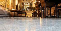 Efektná mikrocementová podlaha ideálna do kaviarne Amsterdam, Barn, Warehouse, Barns, Shed