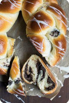 Mohn-Marzipan-Zopf - Ein dish up Rezept Hot Dog Recipes, Sweet Recipes, Bread Recipes, Delicious Cake Recipes, Yummy Cakes, Zopf Recipe, Big Tasty, Tasty Bakery, Aesthetic Food