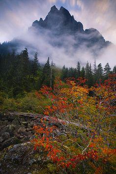 Barclay Lake, between Merchant Peak and Baring Mountain, Cascades, Washington