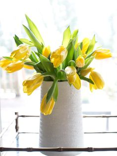 Cut tulips are a quick & easy way to bring instant spring color to your décor.  The key to long-lasting tulips is choosing those in the bud stage, especially since the blooms are sure to take shape only hours after being placed in a vase--> http://hg.tv/y7ll