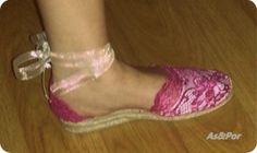 Modelo Ada. Alpargatas de encaje rosa.