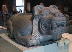Cuauhxicalli con forma de jaguar en el Museo Nacional de Antropología de México.