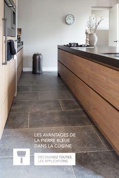 Cuisine en pierre bleue: attirez tous les regards Rustic Kitchen Design, Contemporary Kitchen Design, Stone Kitchen, Kitchen Dinning, Luxury Kitchens, Home Kitchens, Large Open Plan Kitchens, Latest Kitchen Designs, House Extension Design