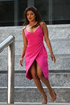 Priyanka Chopra - is pictured on set of 'Isn't It Romantic' in New York City - July 2018 Bollywood Actress Hot Photos, Actress Pics, Beautiful Bollywood Actress, Most Beautiful Indian Actress, Actress Priyanka Chopra, Priyanka Chopra Hot, Curvy Outfits, Beauty Full Girl, Indian Beauty Saree
