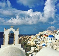 www.littlerugshop.com Oia Santorini.  Looking back at travel memories from 2015 over the next few days on Instagram. Santorini was definitely a highlight and lived up to the hype. by budgettraveller