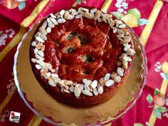 Rhubarb, custard and strawberry cake: old fashioned treat