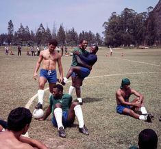 Bloggang.com: تثبيت بينغ: 9 نهائيات كأس العالم في المكسيك عام 1970. Brazil Football Team, Brazil Team, World Cup, Soccer, Photography, Hs Sports, World Championship, Historical Photos, Athlete